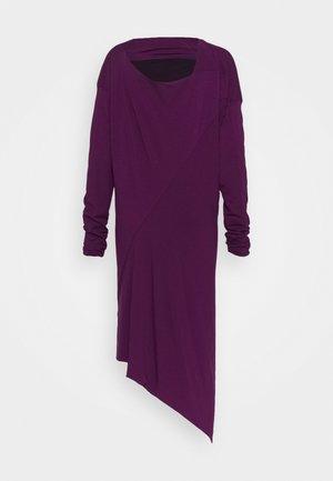 RAY DRESS - Žerzejové šaty - purple