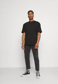 Jack & Jones - JORBRINK CREW NECK - T-shirt - bas - black - 1