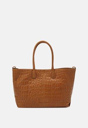CHELSEA - Shoppingveske - golden-coloured amber