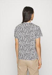 Puma - CLASSICS LOGO TEE - Print T-shirt - vaporous gray - 2