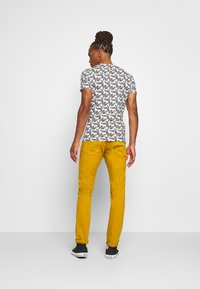 Scotch & Soda - DYED COLOURS - Jeans slim fit - tobacco - 2