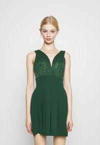 WAL G. - PLEATED SKATER DRESS - Žerzejové šaty - forest green - 0