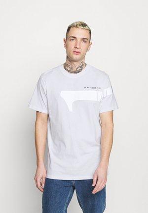 1 REFLECTIVE GRAPHIC R T  - Print T-shirt -  white
