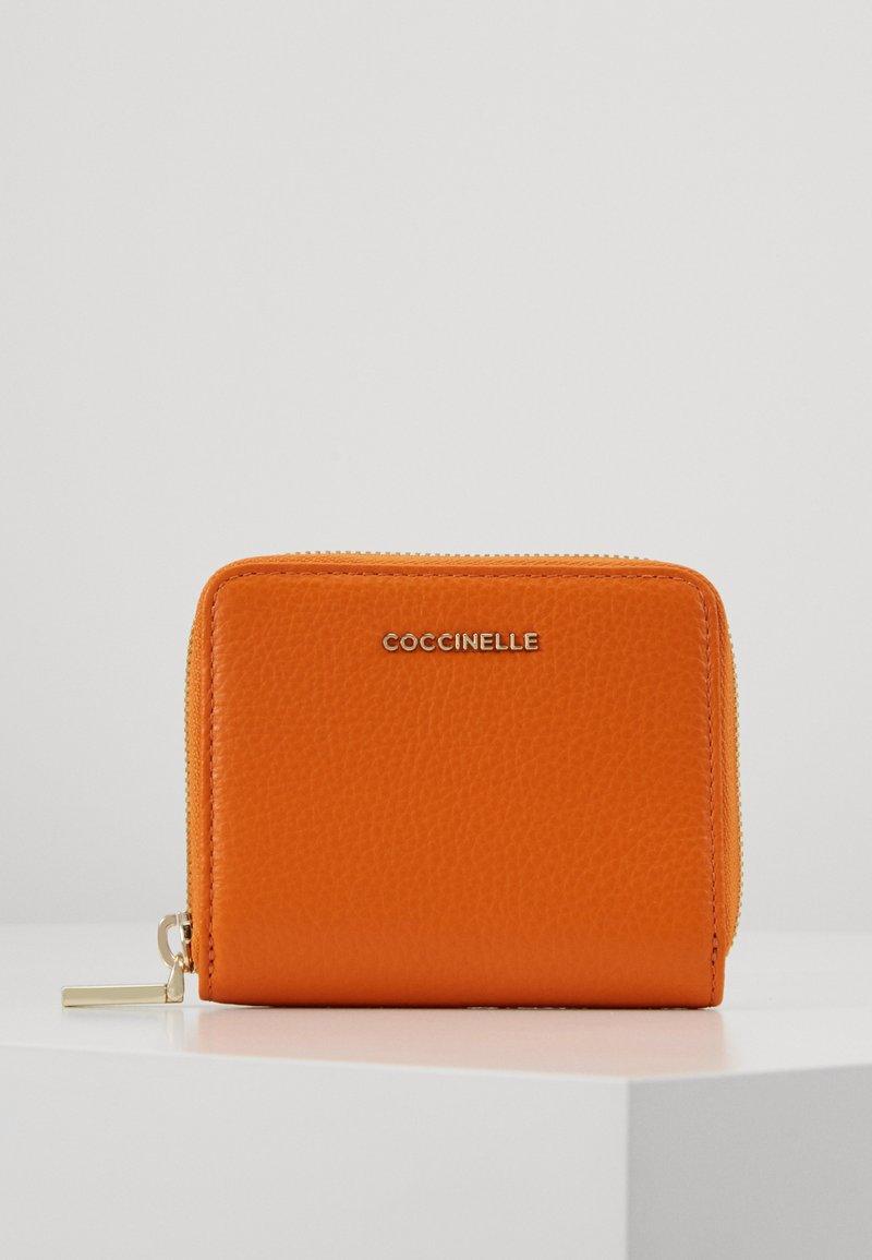 Coccinelle - SOFT ZIP AROUND - Peněženka - ginger