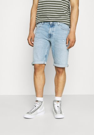 RONNIE - Farkkushortsit - light-blue denim