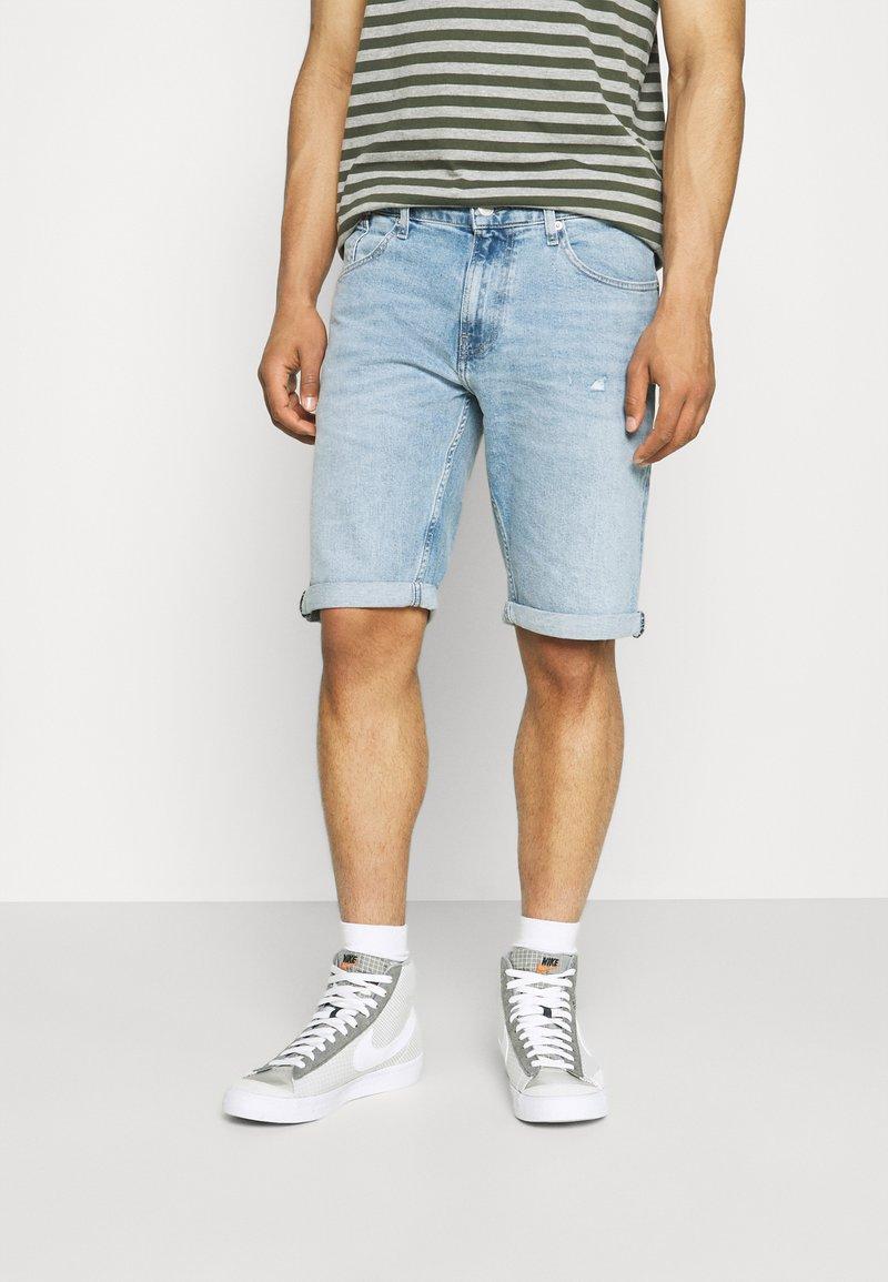 Tommy Jeans - RONNIE - Jeansshorts - light-blue denim