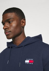 Tommy Jeans - BADGE HOODIE - Hoodie - twilight navy - 5