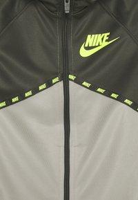 Nike Sportswear - Sportovní bunda - cargo khaki/stone/volt - 2