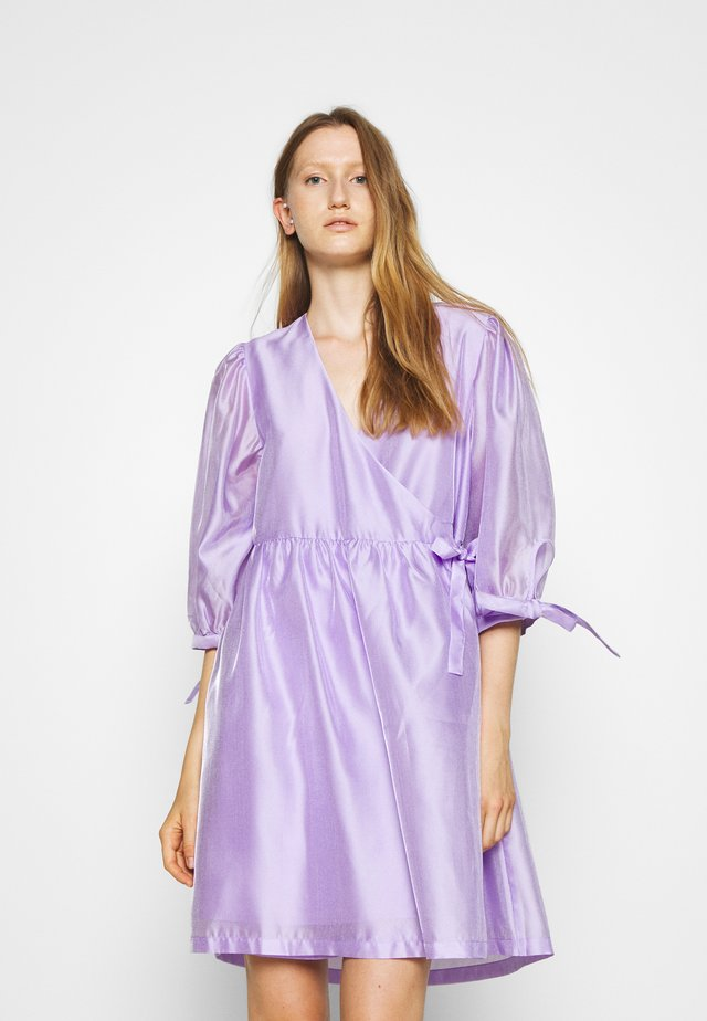 ENOLA WRAP DRESS - Vestito estivo - lavender