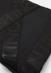 Valentino Bags - KLIVE MINI CROSSBODY - Across body bag - nero - 3