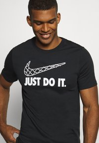 Nike Performance - DRY TEE - Print T-shirt - black - 5