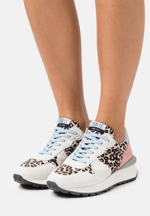 Baskets basses - offwhite/gris