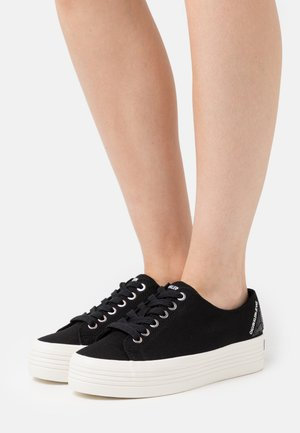 ZOHENE - Trainers - black