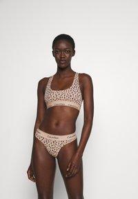 Calvin Klein Underwear - MODERN UNLINED BRALETTE - Alustoppi - savannah/honey almond - 1