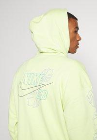 Nike SB - PARADISE  - Hoodie - limelight - 3