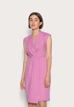 CLOSET PLEATED WRAP PENCIL DRESS - Jerseyjurk - light pink