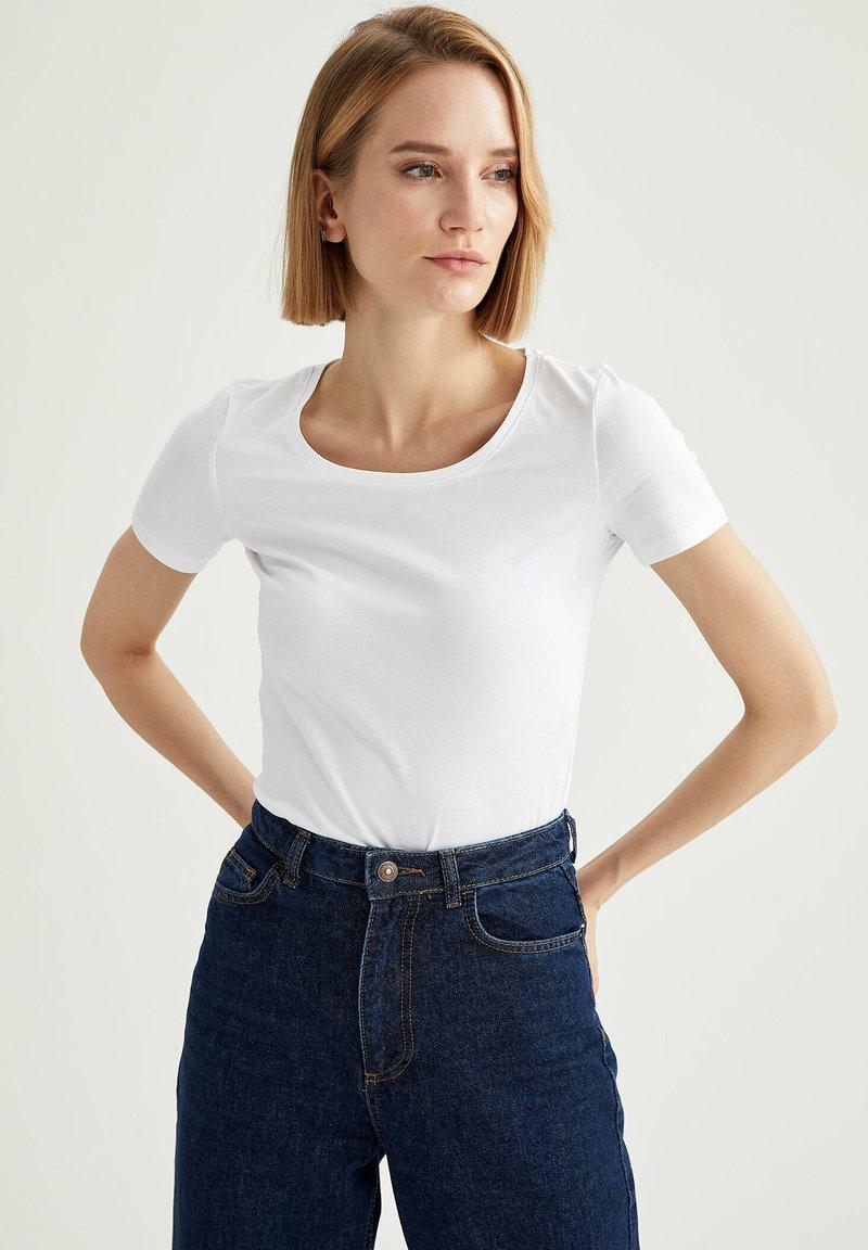 DeFacto - T-shirt basic - white