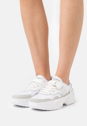 MERRIAMS - Sneakersy niskie - regular white