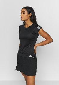 adidas Performance - CLUB TEE - Print T-shirt - black/silver/white - 0