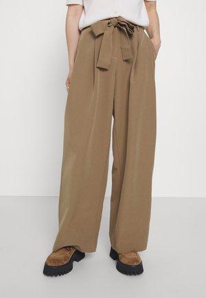 PCFARRAH WIDE PANTS - Trousers - otter