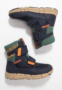 Geox - FLEXYPER BOY ABX - Snowboot/Winterstiefel - navy/orange - 0