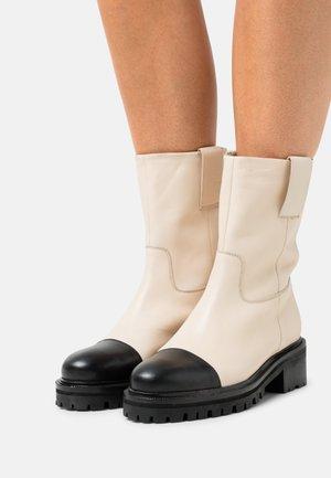 LET'S GO - Platform ankle boots - offwhite/black toe