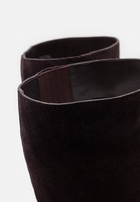 MICHAEL Michael Kors - LEIGH BOOT - Vysoká obuv - chocolate - 4