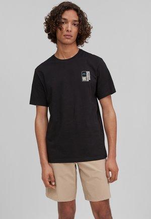 ANDAMAN SEA - Print T-shirt - blackout a