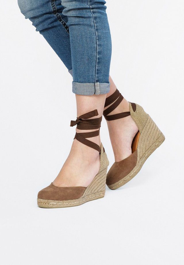 Wedges - taupe