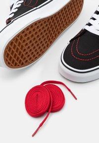 Vans - SK8 HI FOO FIGHTERS UNISEX - Höga sneakers - black/white - 5
