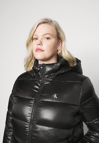 Calvin Klein Jeans Plus - SHINY SHORT PUFFER - Winter jacket - black - 3