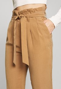 ONLY Petite - ONLSURI AINA PANTS - Trousers - toasted coconut - 4