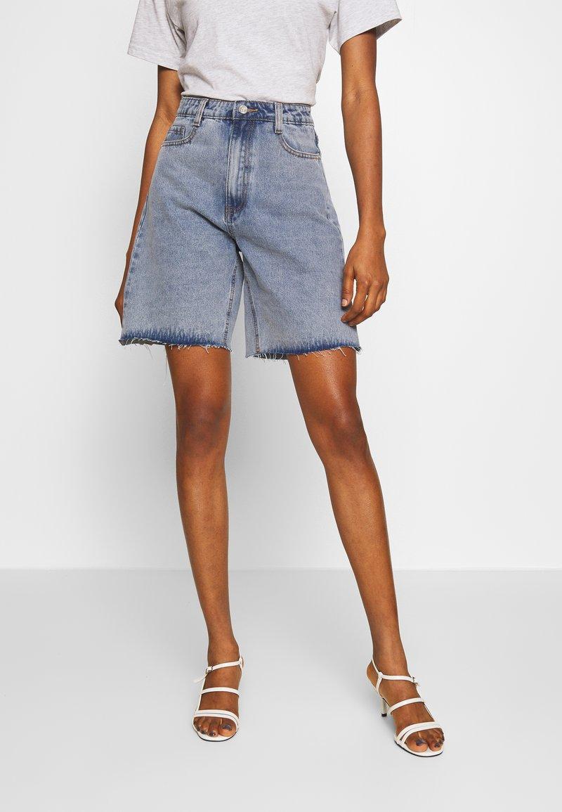 Missguided - Shorts di jeans - denim blue