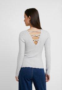Miss Selfridge - KNOT BACK - Stickad tröja - grey exclusive - 2