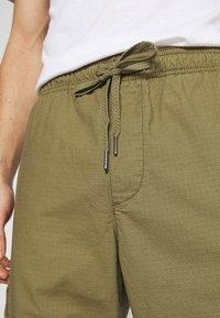 GAP - JOGGER - Reisitaskuhousut - green khaki - 5