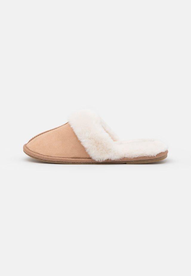 VMANI  - Slippers - tan/solid