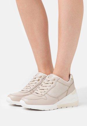 Sneakers basse - beige