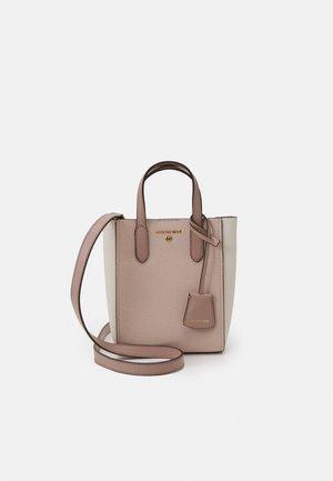 SINCLAIR XS XBODY - Handbag - light pink/off-white