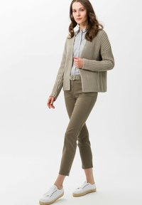 BRAX - STYLE SHAKIRA S - Slim fit jeans - khaki - 1