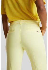Esprit - Shorts - lime yellow - 6
