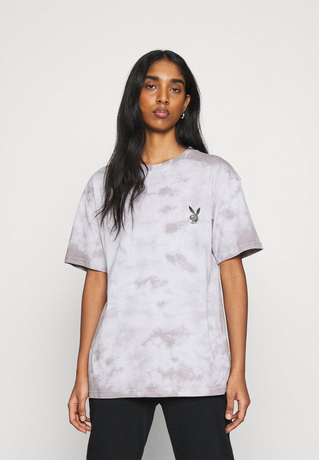 PLAYBOY TIE DYE OVERSIZED - T-shirt imprimé - charcoal