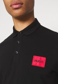 HUGO - DERESO - Koszulka polo - black - 4