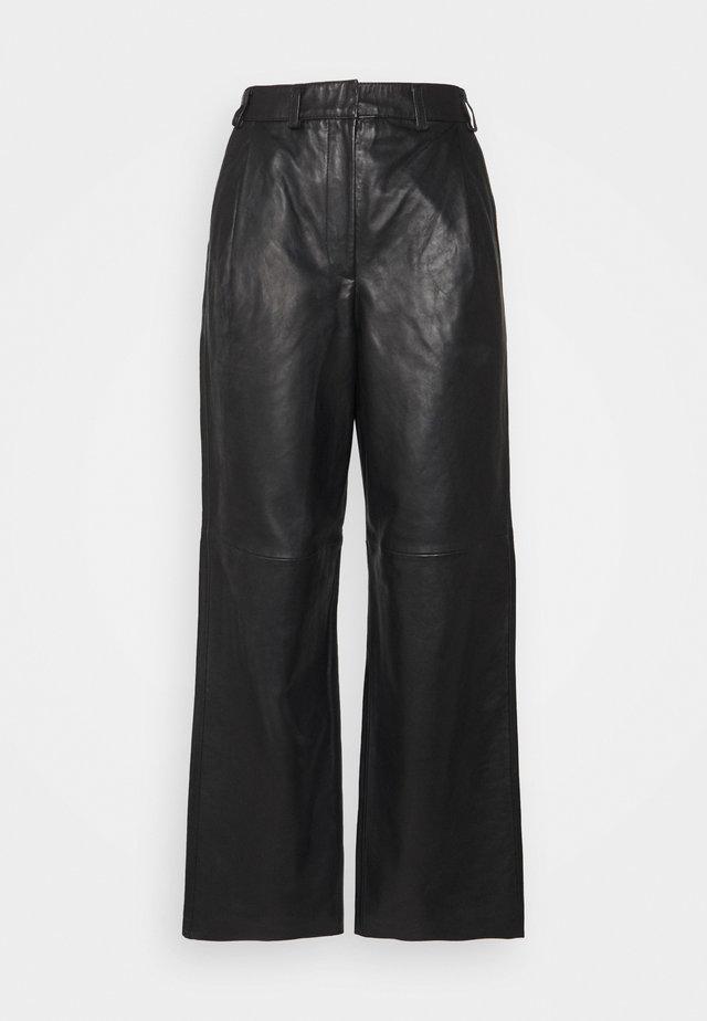 LUCAS - Kožené kalhoty - black