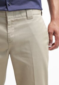 Dickies - 872 SLIM FIT WORK PANT - Pantalones chinos - beige - 4