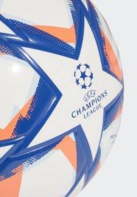 adidas Performance - UCL FINALE 20 JUNIOR LEAGUE 350 FOOTBALL - Football - white - 3