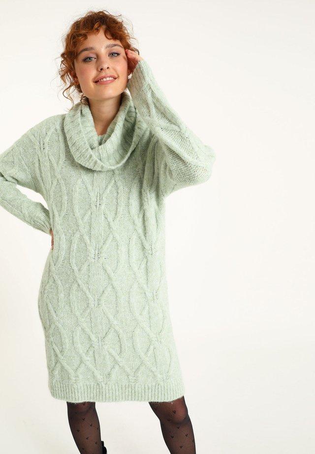 Pletené šaty - grün
