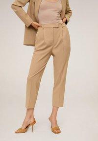 Mango - MELCHOR - Trousers - mittelbraun - 0