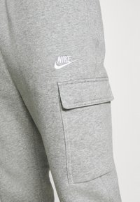 Nike Sportswear - CLUB PANT  - Pantalon de survêtement - grey heather/matte silver/white - 4