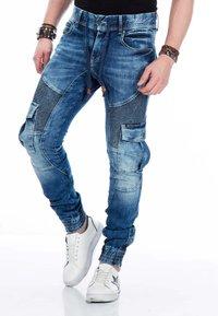 Cipo & Baxx - MIT CARGOTASCHEN - Slim fit jeans - blue - 0