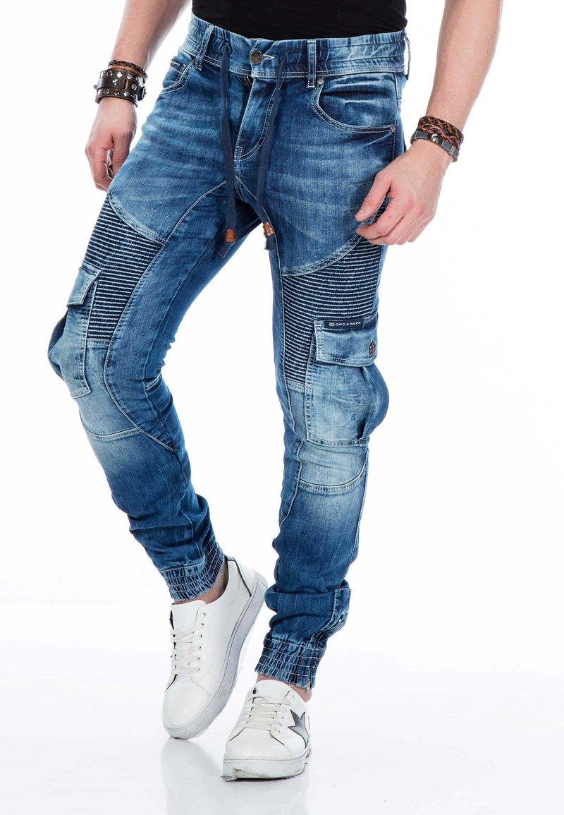 Cipo & Baxx - MIT CARGOTASCHEN - Slim fit jeans - blue